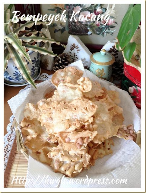 Indonesian Crispy Peanut Fritters–Rempeyek Kacang or Peyek (印尼花生脆饼)